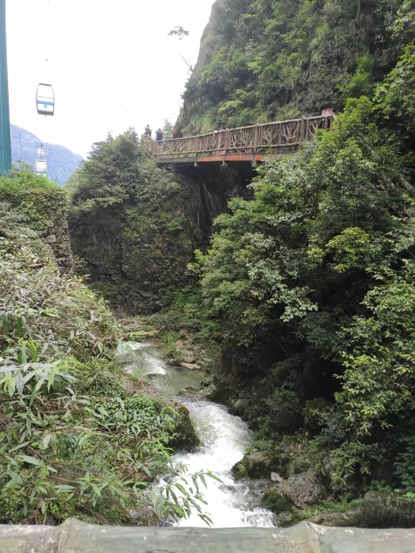 黑山谷小溪
