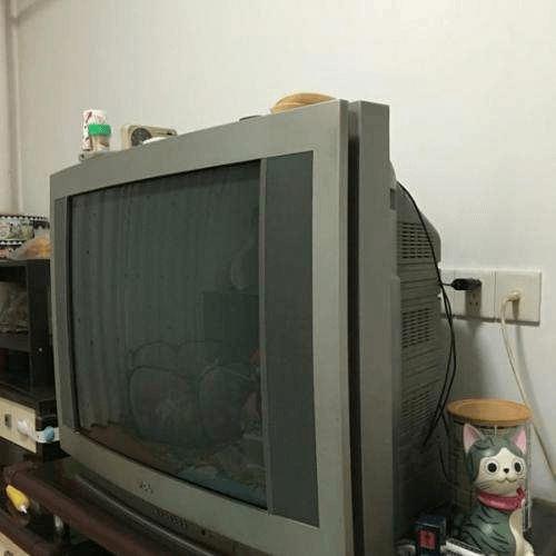 大肚子电视机